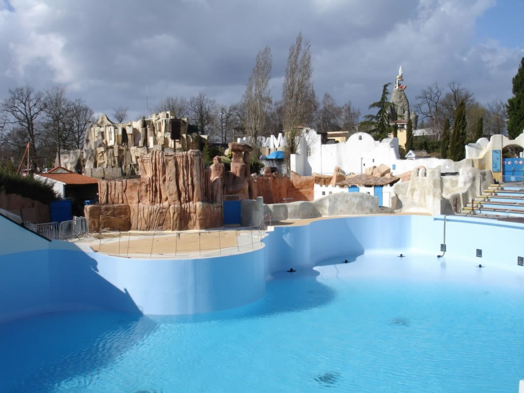 Asterix Park - Installation of glass in the visit gallery of the dolphinarium